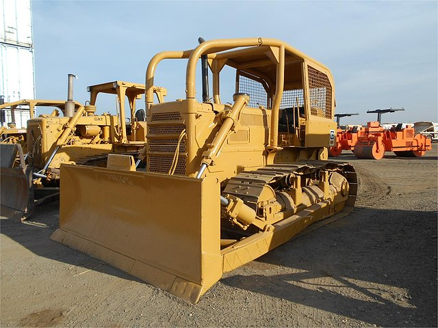CATERPILLAR D6C Photo