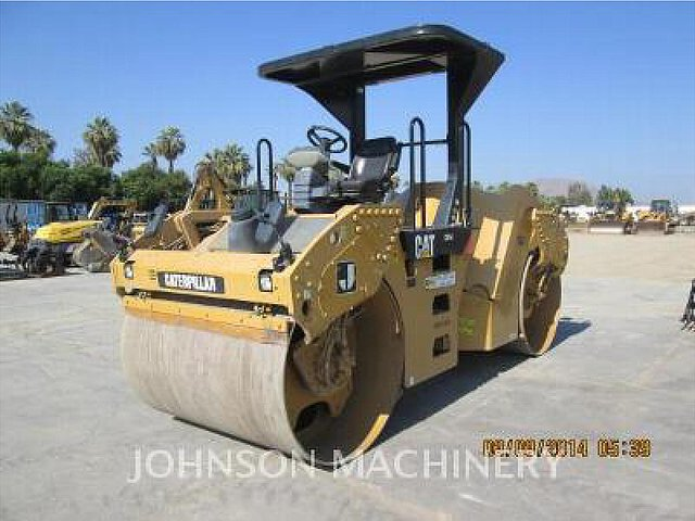 2011 CATERPILLAR CB54 Photo