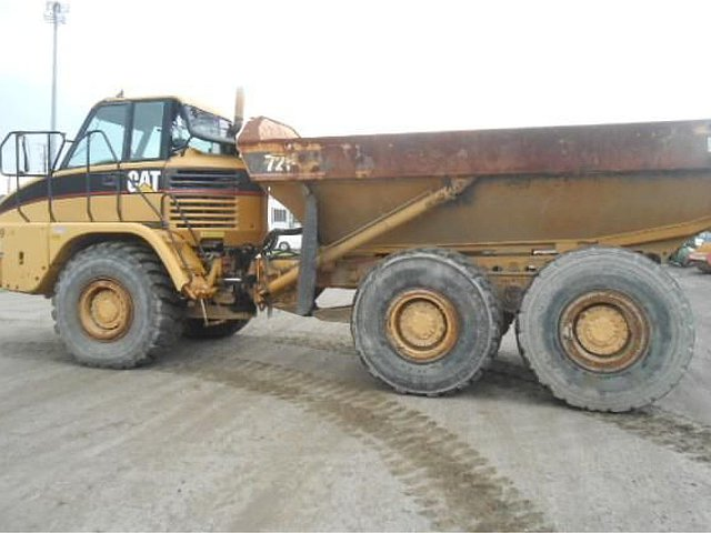 2001 CATERPILLAR 725 Photo