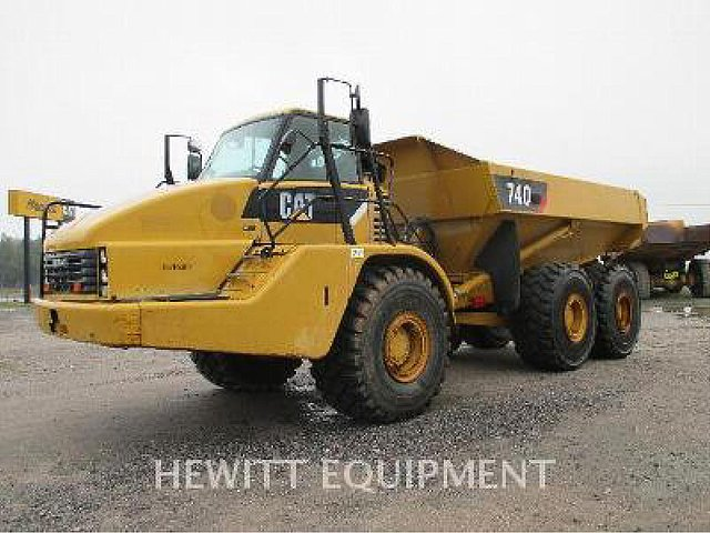 2010 CATERPILLAR 740 Photo